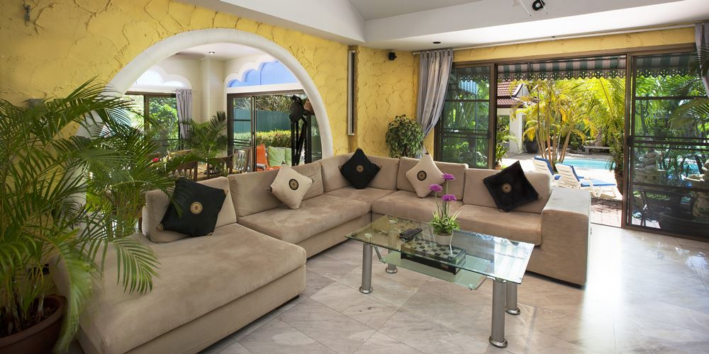Phuket Sunshine Villa Living Room