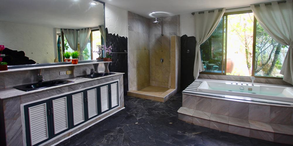Phuket Sunshine Villa Bathroom